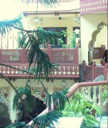 Umaid Bhawan Heritage House Hotel : Balconies overlooking courtyard