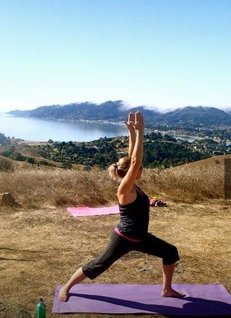 San Anselmo, Калифорния: Ridge Yoga Hike
