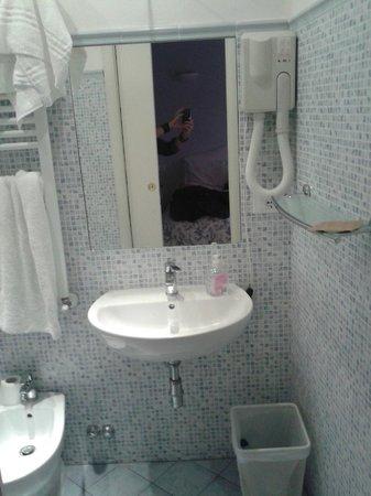 Hotel Joli: bagno