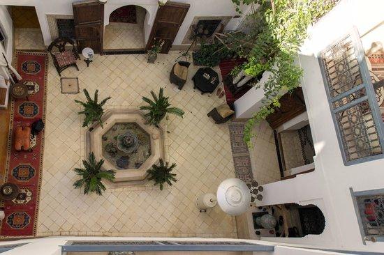 Riad Dar Oulhoum: Vue de haut du patio