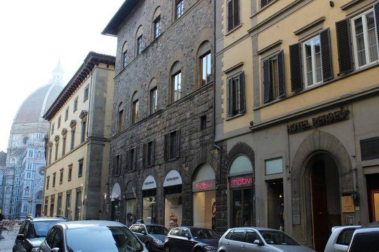 Hotel Perseo: Awesome location! Hotel on the right, Duomo on the left. Perfect!