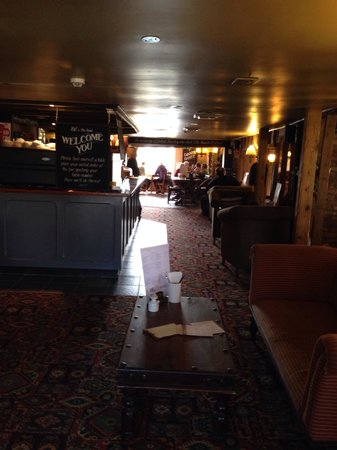 The Old Ferry Boat Restaurant: Long pub