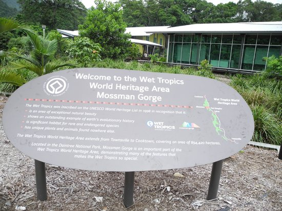 Mossman Gorge: Sign at visitors center