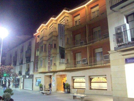 Remigio : Vista nocturna del hotel-restaurante.
