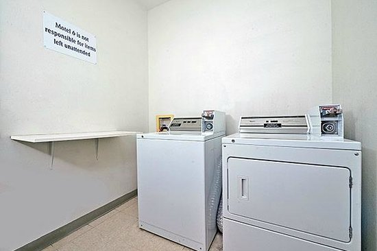 Motel 6 North Richland Hills- NE Ft Worth: Laundry Room