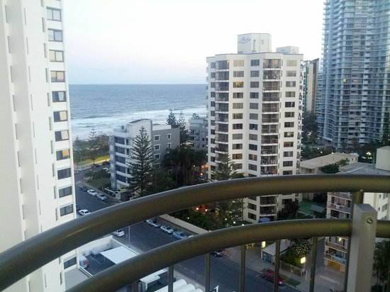 Beachcomber Resort Surfers Paradise : Close to the ocean