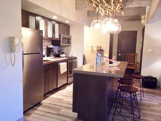 The Timberline Condominiums: Kitchen view from entrance