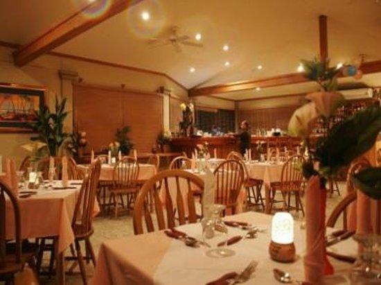 Trade Winds Hotel: Driftwood Restaurant
