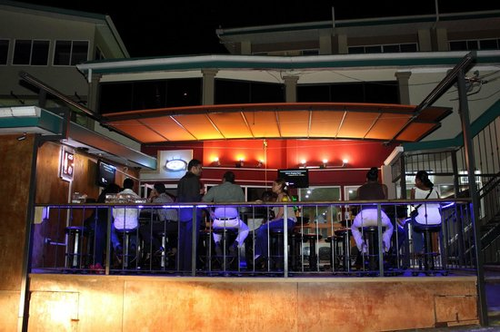 Trade Winds Hotel: On Deck Pub