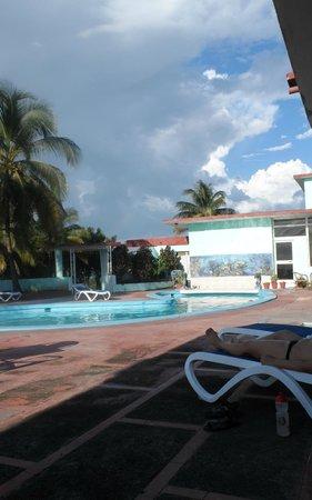 Poolbereich im oberen Bereich der Anlage