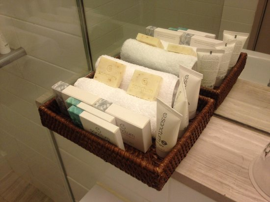 QT Canberra : Toiletries in bathroom