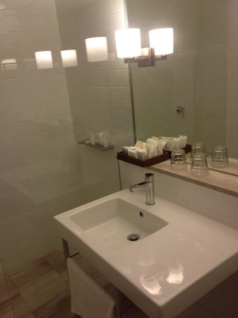 QT Canberra : Refurbished bathroom