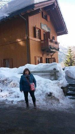 Hotel Chalet Plan Gorret : Susy davanti allo Châlet