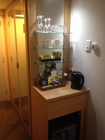 QT Canberra : Mini Bar