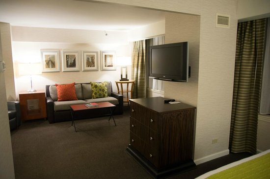 MileNorth, A Chicago Hotel: Room 2606, living room