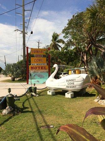 Sunset Cove Beach Resort : Entering the Hotel