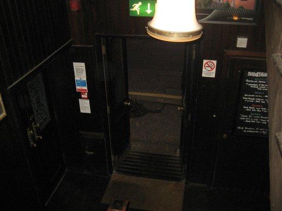 The Garrick Bar: Inside door