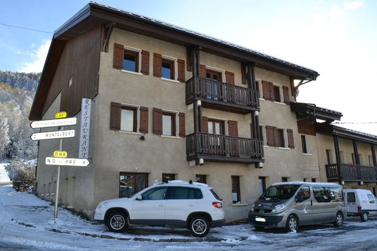 Hotel Restaurant L'Adray : façade nord hotel