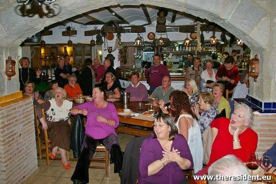 Restaurante El Molino Tapas: Una de las actuaciones en directo de música que hacemos casi todos los domingos noche.