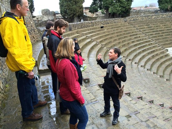 Tours Pompei: Sasha explaining the theater at Pompei