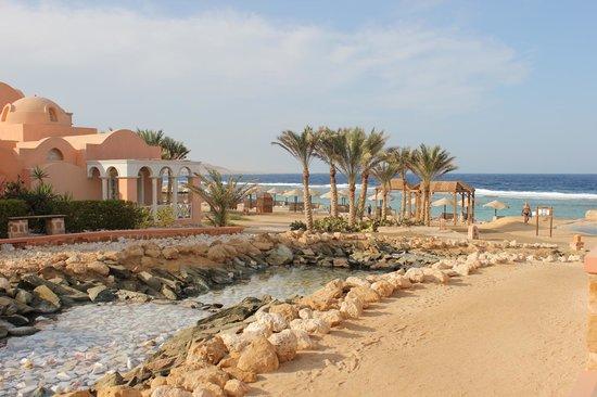 Radisson Blu Resort, El Quseir: courant d'eau douce parallèle aux 3 piscines