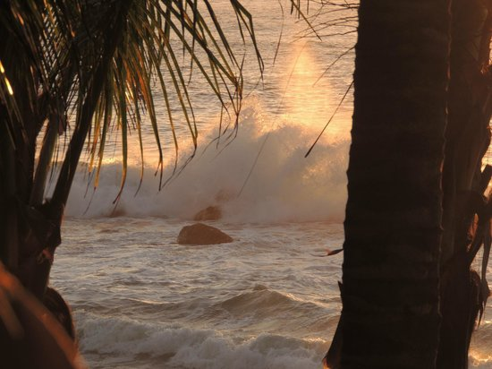 Playa Escondida: beautiful surf in front of the restaurant