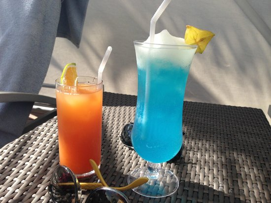 Secrets The Vine Cancun: Bebidas na piscina