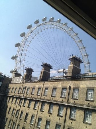Premier Inn London County Hall Hotel : view from our window