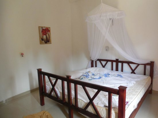 Tithira guest home: the room