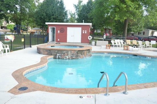 Happy Hollow Resort: Pool/Hot tub