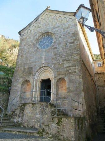 Chiesa di San Nicolo di Capodimonte : Veduta della facciata della Chiesa...venendo dal sentiero di Porto Pidocchio