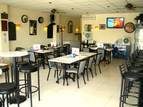 Chepas Bar Cafe: Enjoy a relaxed meal in the Cafe