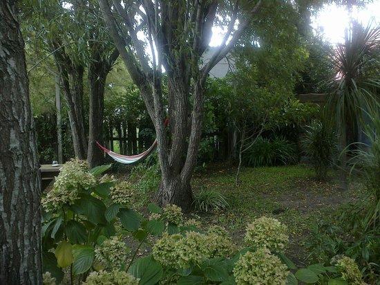 Posada Valizas: rede no jardim