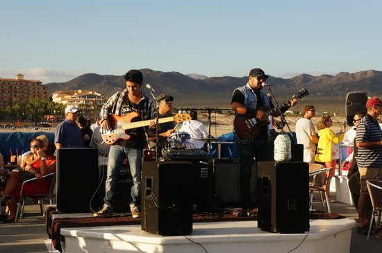 CaboRey Luxury Dinner Cruise: the band on the caborey