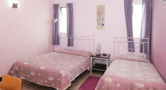 Hotel Casa Cambranes: Purple room
