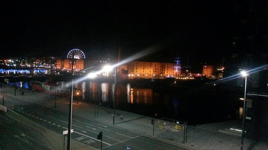 Travelodge Liverpool Central The Strand: Lovely night view fourth floor