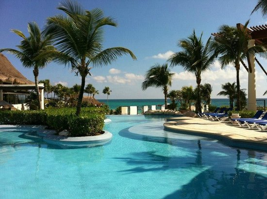 Kore Tulum Retreat and Spa Resort: Beautiful pool and also view from the restaurant