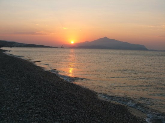 Maritsa Studios: Sunrise at Potokaki beach