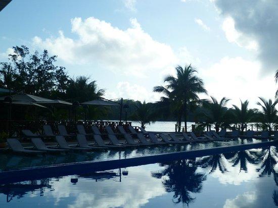 Playa Tortuga Hotel & Beach Resort: Piscina al atardecer