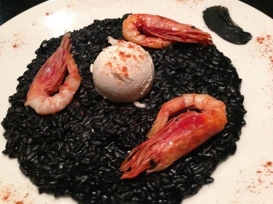 Dego Restaurant and Winebar : Black ink risotto with baccalà ice cream and sicilian prawns