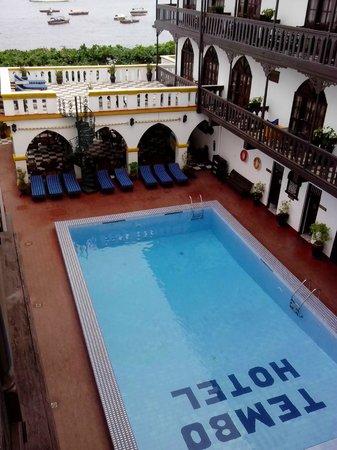 Tembo House  Hotel & Apartments: Pool area