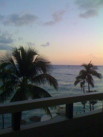 Sheraton Waikiki: Lanai (balcony) Oceanview Room