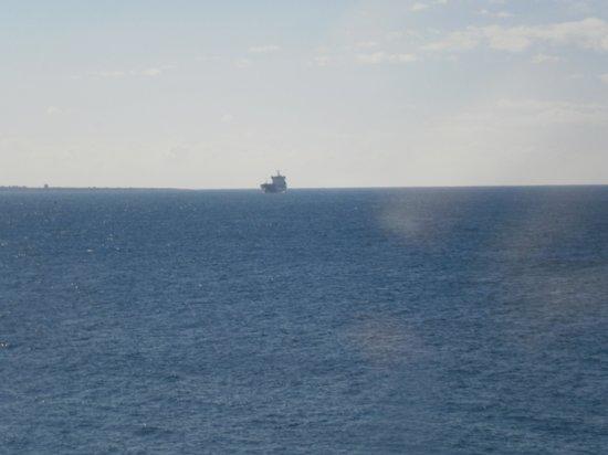 La Finestra Sul Mare : una nave alla fonda della riva di scirocco