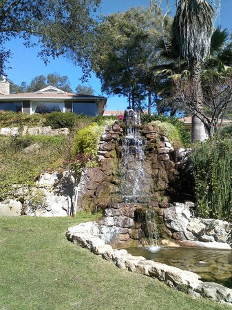Ojai Retreat & Inn: Ojai Retreat Waterfall