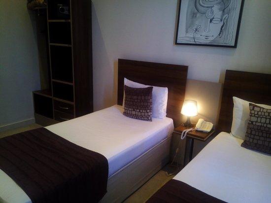 Avni Kensington Hotel : habitación 212
