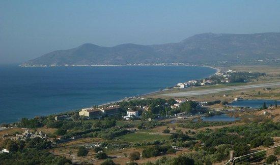 Doryssa Seaside Resort: Вид на отель  и аэродром от монастыря
