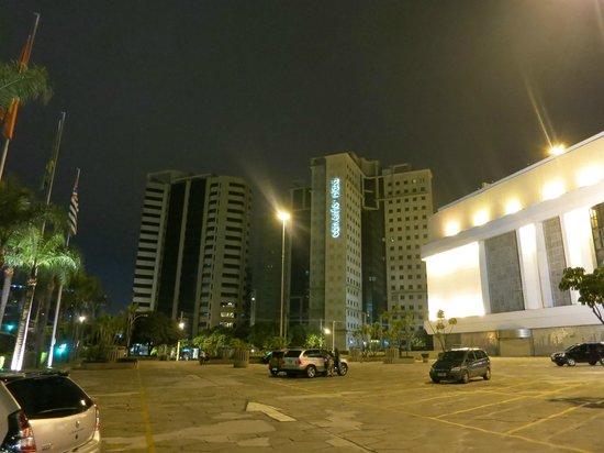 Bourbon Convention Ibirapuera: Отель и местность