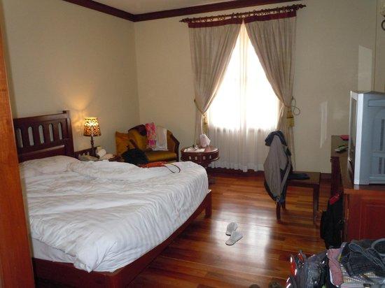 Royal Angkor Resort & Spa: Inside our room