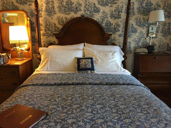 Lookout Point Lakeside Inn : Birdsong Room