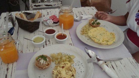Blueberry Cafe: Ricos desayunos.